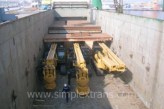 Loading and lashing of the drilling rigs on a railway flat wagon