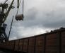 Die Umladung von Eisenmetallen im Hafen von Poti, Georgien.