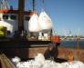 Le transbordement des frets surdimensionnés (excavateurs, équipement de construction, constructions métalliques a grandes dimensions) du navire en wagons