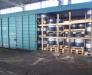 Nakliyat esnasında paletteki fıçıların kaymasını önlemek amacıyla, palatlere yan kirlişlerin monte etmesi. Çop istasyonu, Ukrayna.