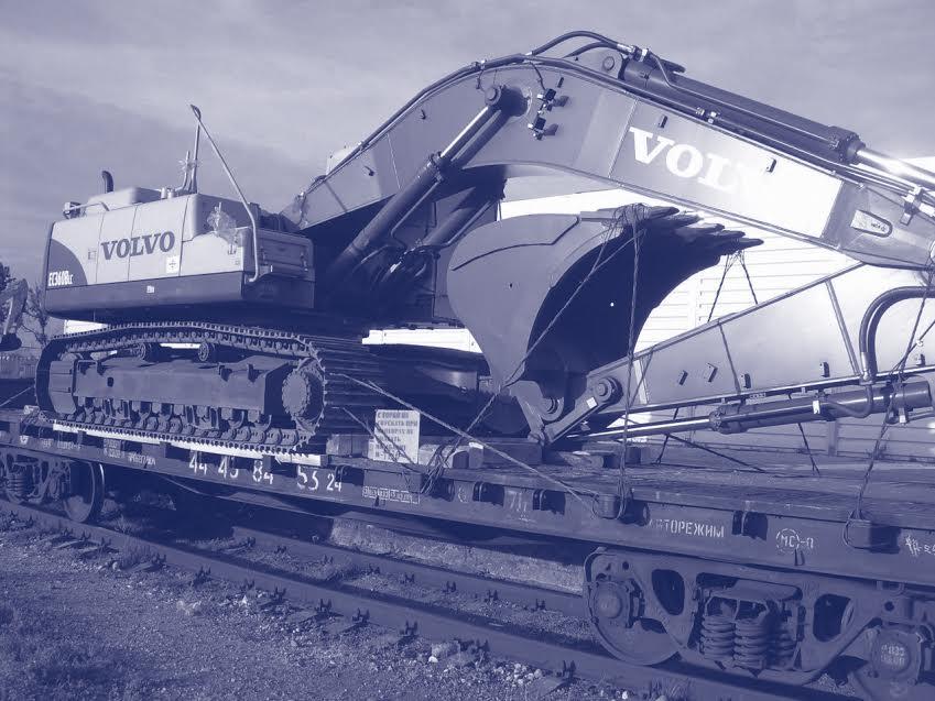 Transport feroviar de masini si echipamente de constructii si reparatii rutiere (excavatoare, buldozere, încarcatoare, gredere, macarale, compactoare, utilaje de asfaltat)